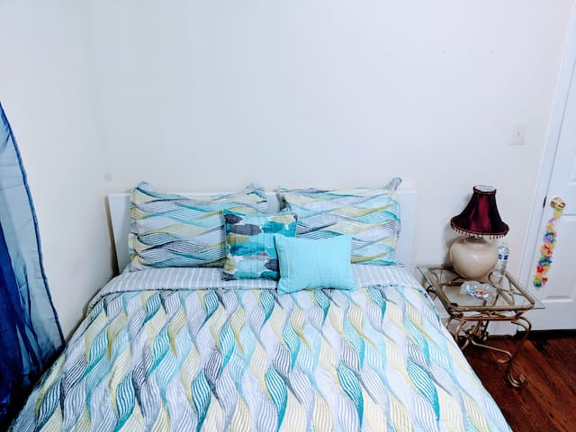 Guest room with TV, Netflix, Wifi, Parking