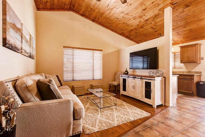 Family Home w/Fire Pit, Walk to Golf Course & Park
