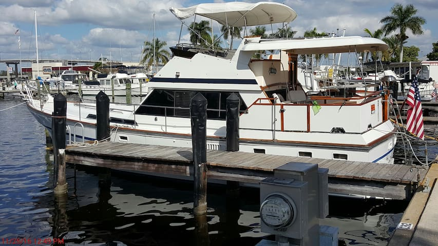 Cozy Motor Yacht close to everything! Sleep 6 - Fort Myers - Boat