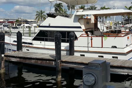 Cozy Motor Yacht close to everything! Sleep 6 - Fort Myers