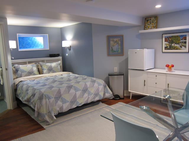 Newly Remodeled Guest Suite in Prime Location
