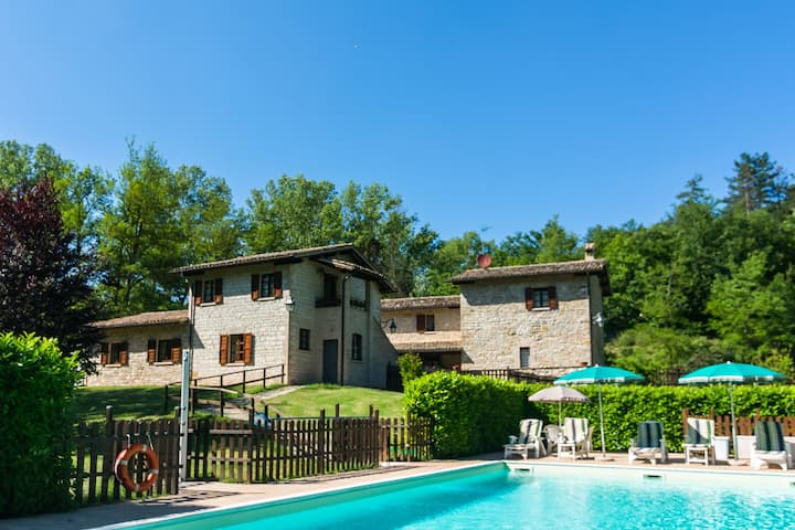Beautiful Farmhouse in Gubbio with shared Pool