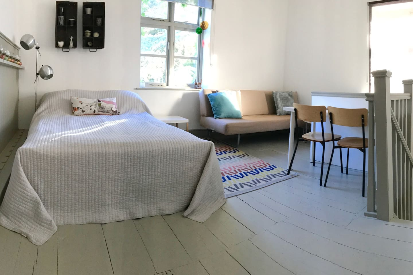 Modern, light and airy Studio apartment with double bed and open plan living space