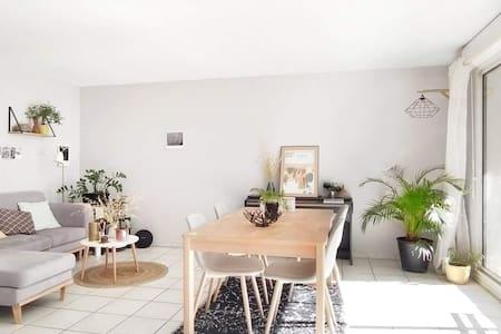 Joli appartement , terrasse ensoleillée