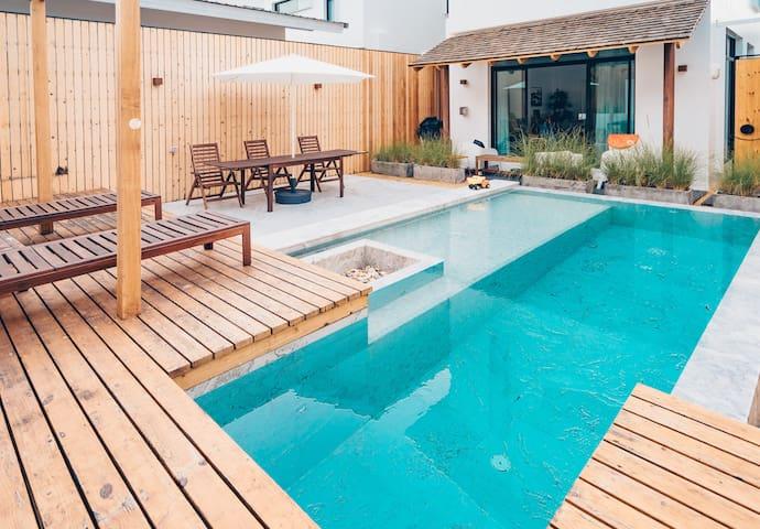 MakeMake Pool Villa (Japanese Style)