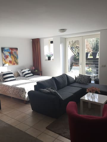 Spacious private Studio + steam shower and bikes - Soest - Apartemen