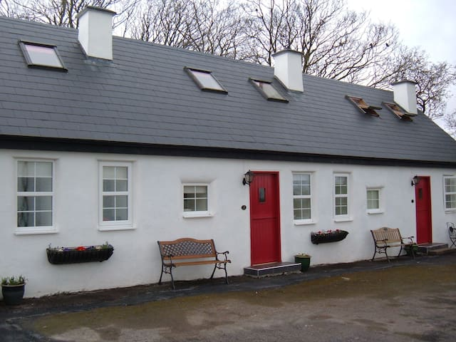 Annaghkeen Cottages