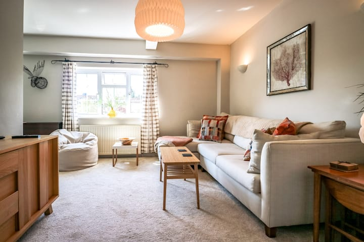 Upper Beeches: Stylish, spacious, quiet location