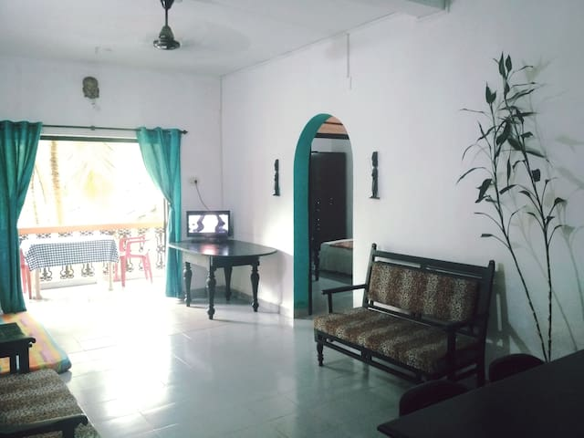 **LOWEST PRICE -Calangute,Nr. Beach / AC Apartment