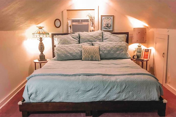 Unique Upstairs Room with kitchenette in Mid City