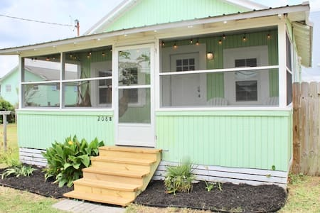 Little Green Cottage at CB - 2 Blocks From Beach