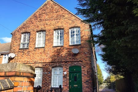 Grade 2 Listed Victorian Apartment - Wolverhampton