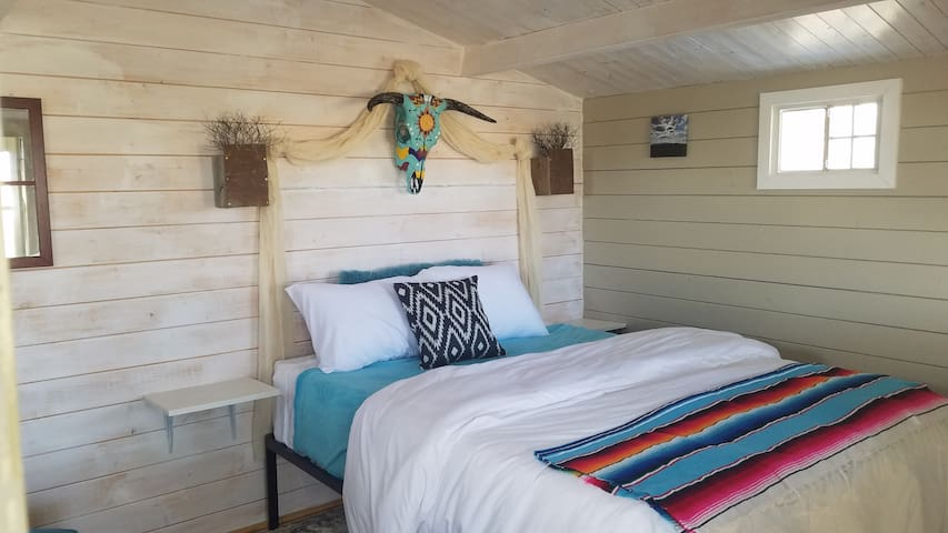 Mel's Place cabin *CLOSE 2 EVERYTHING*Terlingua TX