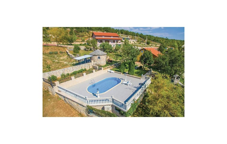 Holiday cottage with 2 bedrooms on 74 m² in Kijevo