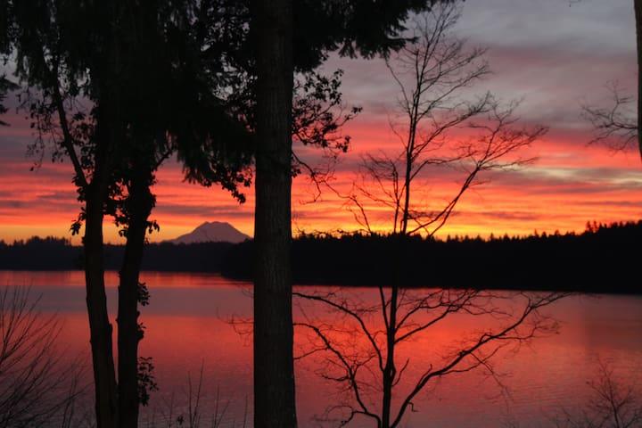 Sunrise on the Bay - Shelton - Pis