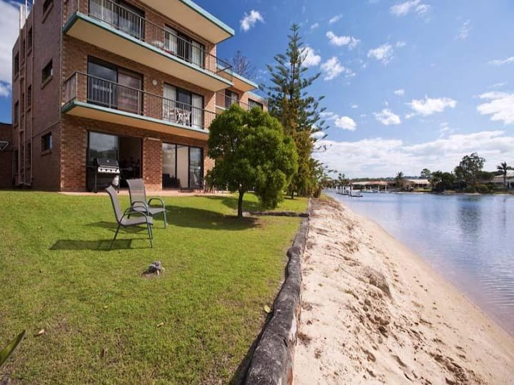 Mooloolaba Apartment on the water