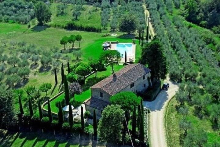 Impressive Villa, Pool 12 x 6 mt in 5 acre grounds