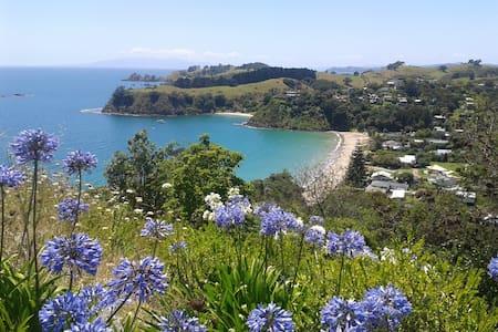 Palm Beach Hideaway, Matapana Rd, Waiheke Island. - Auckland - Chalet