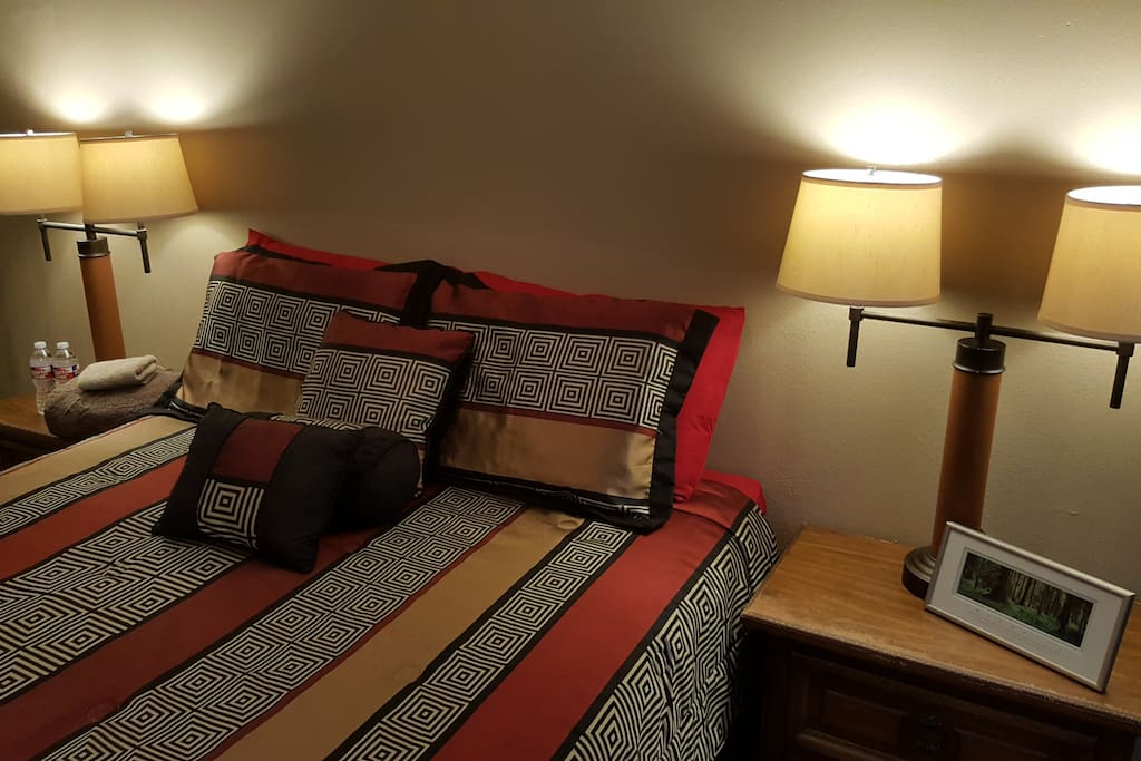 Private bedroom with Queen size pillow top bed