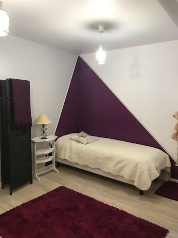 """Maison """"charmante"""" 1 pers/1 petit lit a la nuit"""