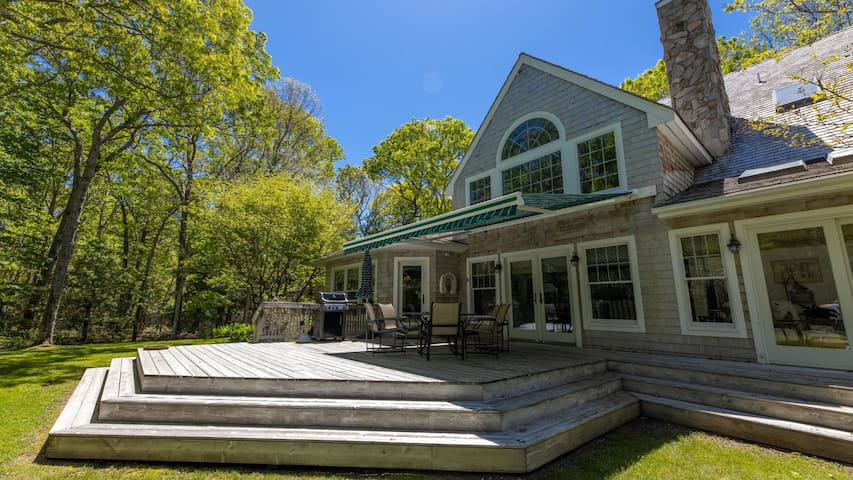 New Listing: Bright & Elegant Home Near Town and Art Scene, Pool,  First Floor Ensuite Master