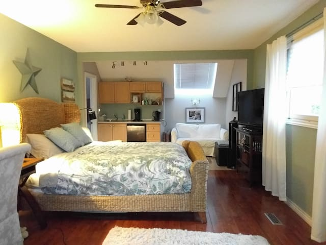 Self contained suite in beautiful Ancaster home