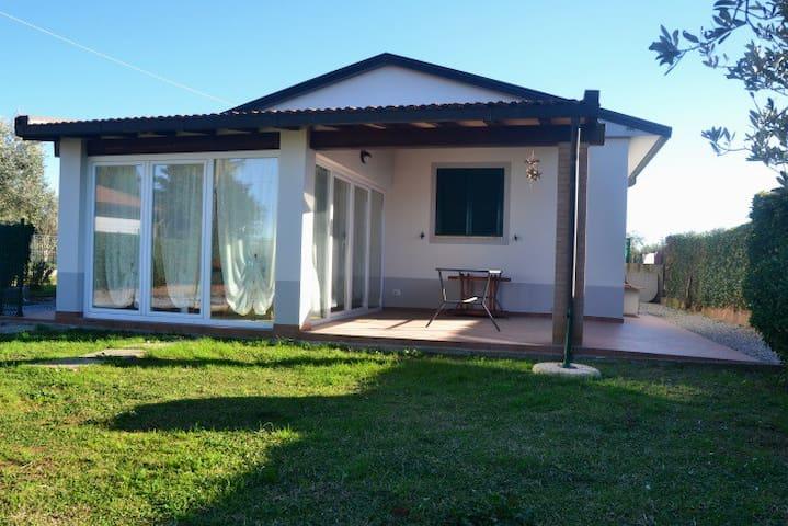 Casa con giardino Animali Benvenuti - Zona Aviosuperficie - บ้าน
