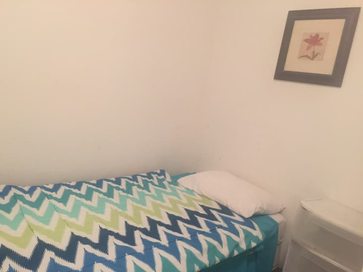 PRIVATE small room w parking (14B)