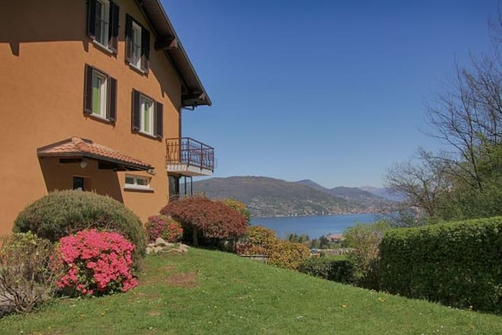 B&B Le Azalee- lake, bright, relaxation, peace, - Baveno