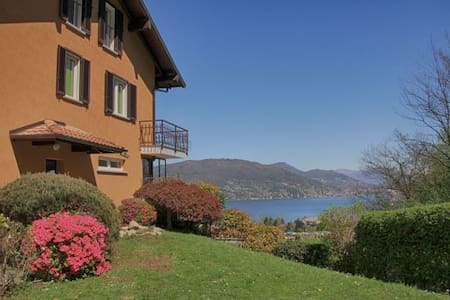 B&B Le Azalee- lake, bright, relaxation, peace, - Baveno - Aamiaismajoitus