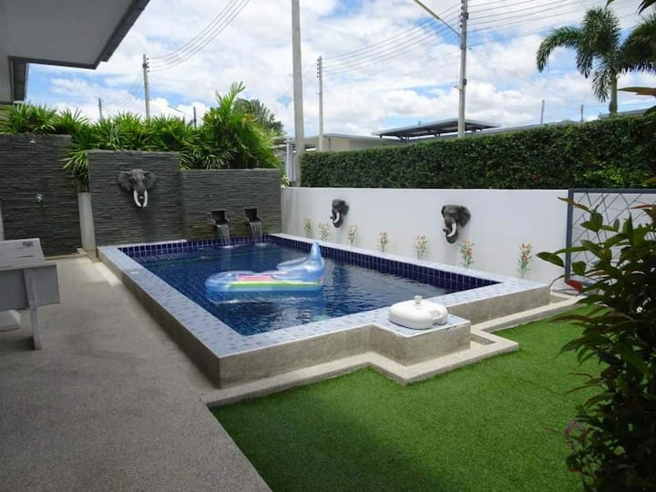 luxury pool villa 2 BDR super location