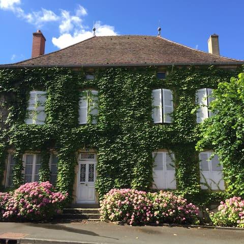 Maison de famille centre joli villa - Palinges - House