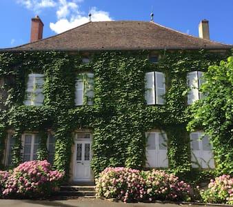 Maison de famille centre joli villa - Palinges - Rumah