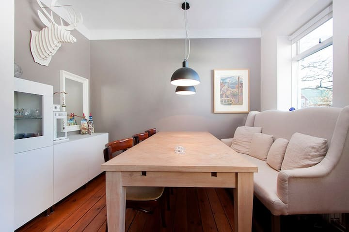 Charming 1930's apartment in the city centre