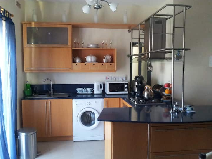 Msida, Private Room.. in a friendly  apartment