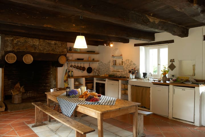 300 year old Farm Building in Rural Brittany - Vieux-Viel - Casa