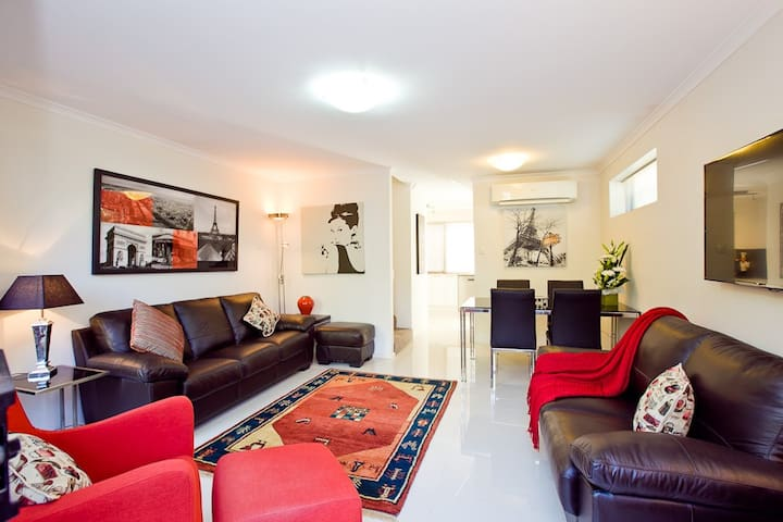"Stylish Townhouse with 98/100 ""Walk Score"" - Subiaco - Rivitalo"