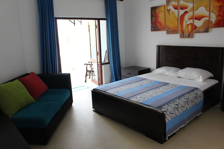 Circle Ceylon 2 Room Unit - 3 Mins from the Beach