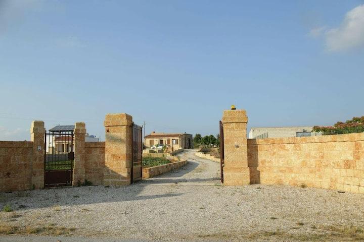 Villetta con ampio terreno indipendente