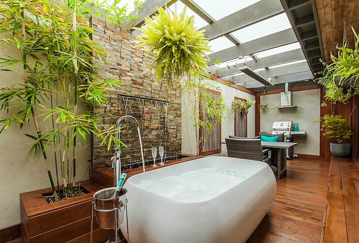 Tranquility - Luxury Romantic Couple's Spa Retreat