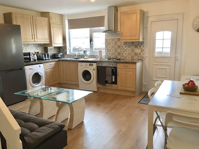 Large Room(self catering) close to Town Centre