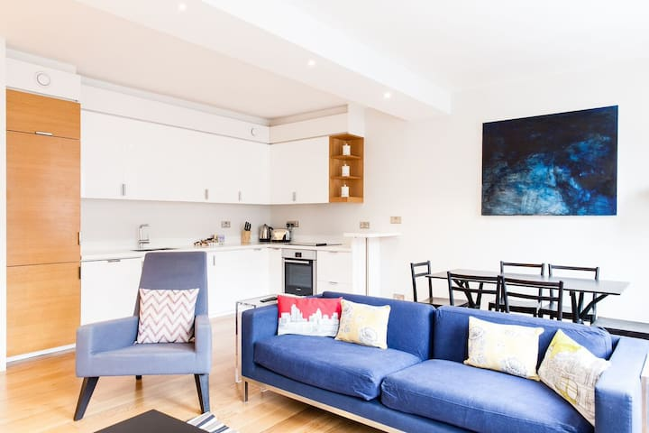 2 Bed/2 Bath Apartment, Holborn, Central London