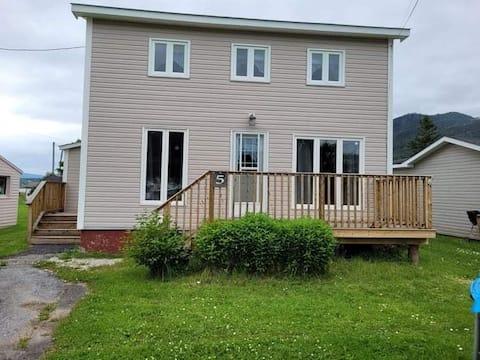 3 bedroom home in heart of Gros Morne!
