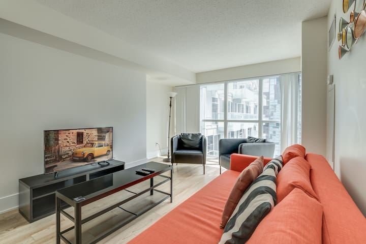 2 BDRM + Sofabed - Entertainment District Suite