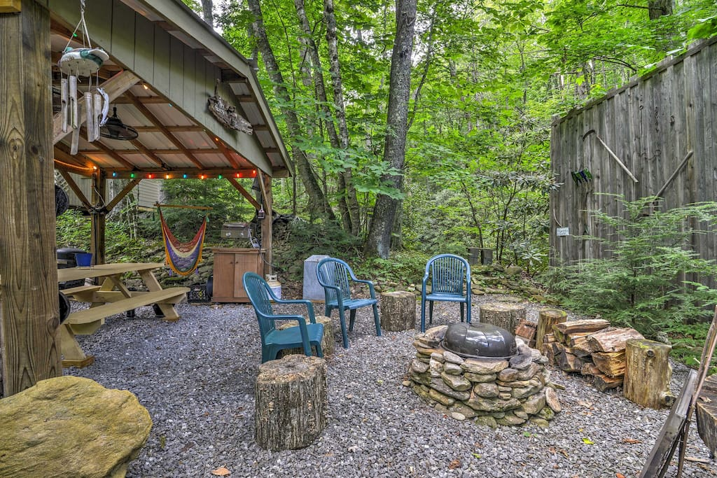 Escape to Blue Ridge Mountains and stay at 'Lotsa Moose' vacation rental cabin.