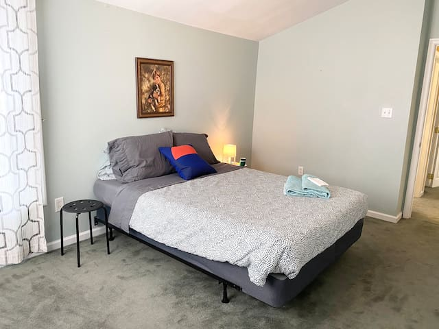 Large room w/ access to KOP & Conshohocken