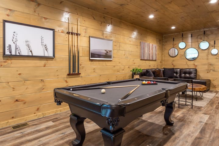 Brand new/Luxury Cabin/ 2 min to Dollywood/Hot-tub