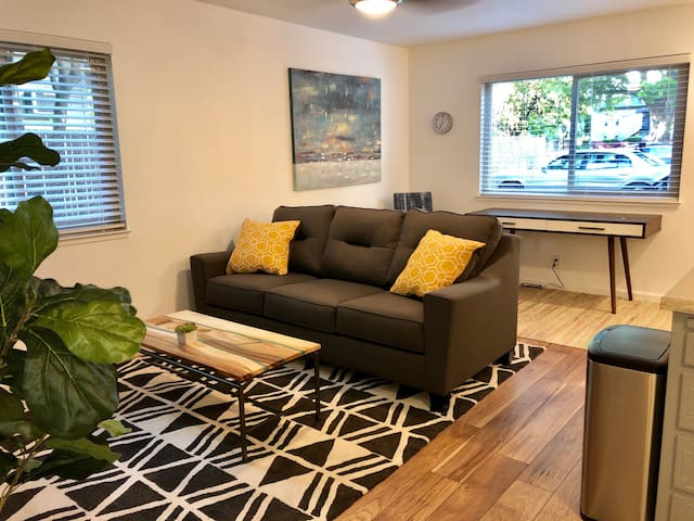 Newly Remodeled 2 Bedroom Suite in Downtown Chico