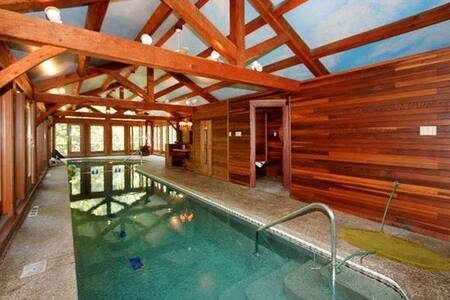 Rambling ranch private indoor pool - House