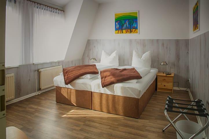 3-Zi. Apartment für bis zu 6 Gäste im Zentrum (01)